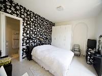 Leslie room 1