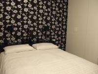 Leslie room 2